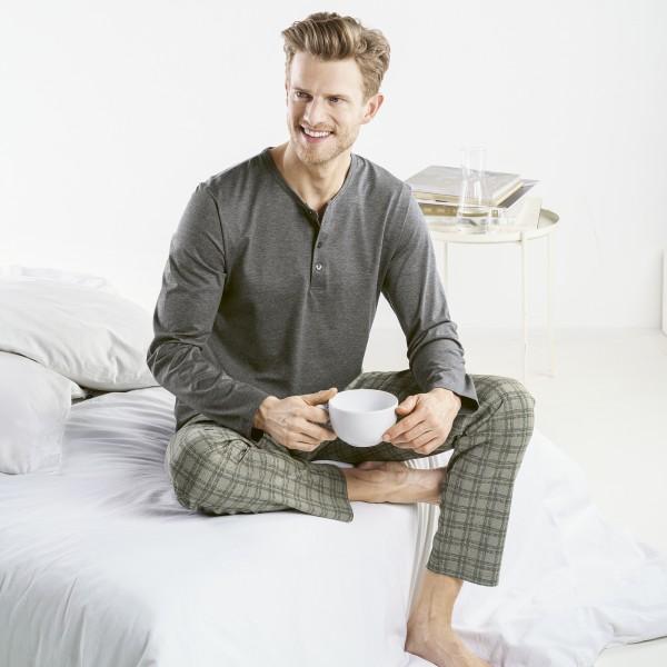 Pyjama lang mit Knopfleiste