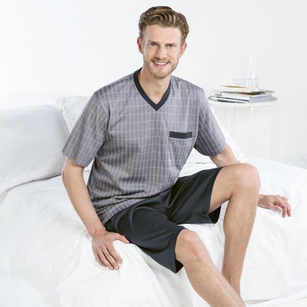 Pyjama court, encolure en V